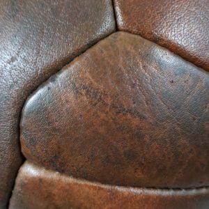 Piłki retro, piłki jak kiedyś, modele piłek do nadruku, piłki z prawdziwej skóry, piłki reklamowe, piłki z prawdziwej skóry, grawer na piłce nożne, metdy naduku na piłakch, jak wykonac nadruk na piłce, trwałe nadruki na piłkach, jak zadrukować piłkę, logo na piłce nożnej, piłka retro, piłka VINTAGE, tłoczenie na materiale, ekskluzywny prezent sportowy, nagroda sportowa z nadrukiem, prezent piłka, pomysł na prezent dla piłkarza, prezent na rocznicę, piłka na jubileusz